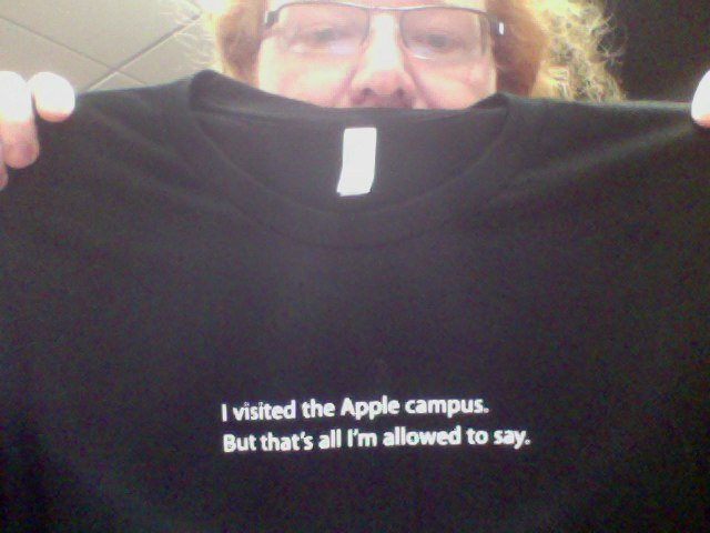 apple-used-to-sell-this-t-shirt-at-its-hq-campus-store-1